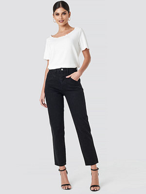 NA-KD Trend Front Yoke Jeans svart