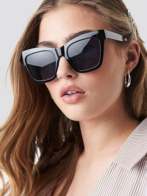 Solglasögon - Donnaromina x NA-KD Square Shape Chunky Sunglasses svart