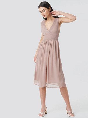 NA-KD Party Draped Waist V-Neck Chiffon Dress rosa