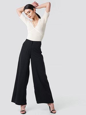 NA-KD Trend svarta byxor Extreme Palazzo Pants svart