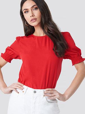 NA-KD Boho Round Neck Shirred Sleeve Top röd