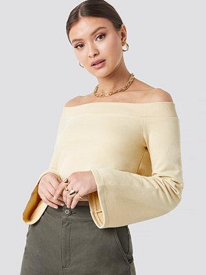 Josefine Simone x NA-KD Off Shoulder Cropped Sweatshirt gul