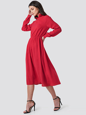 NA-KD Trend High Neck Zip Front Ankle Dress röd