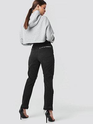 "Josefine Simone x NA-KD ""Chance"" High Waist Straight Jeans svart"