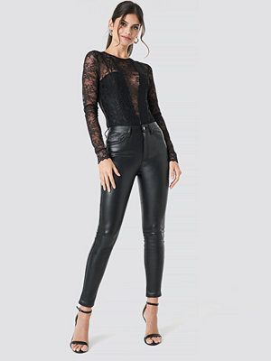 NA-KD Party svarta byxor Faux Leather Trousers svart