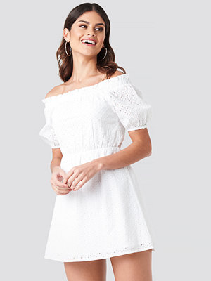 Donnaromina x NA-KD Off Shoulder Puffy Sleeve Dress vit