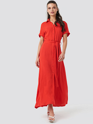 NA-KD Short Sleeve Maxi Dress röd