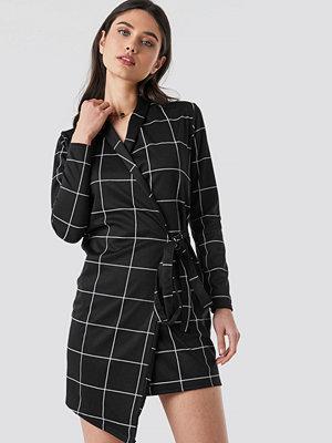 Lasula Check Wrap Blazer Dress svart