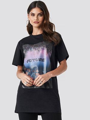 T-shirts - Donnaromina x NA-KD Oversized Future Tee svart