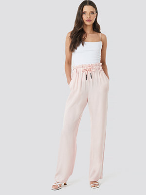NA-KD cremefärgade byxor Paperbag Wide Leg Trousers rosa