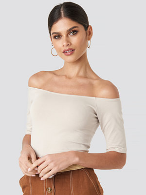 NA-KD Basic Short Sleeve Off Shoulder Top beige