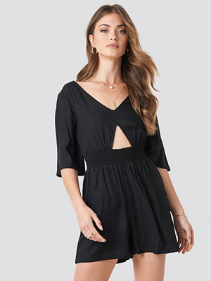 NA-KD Cut Out Detail Playsuit svart