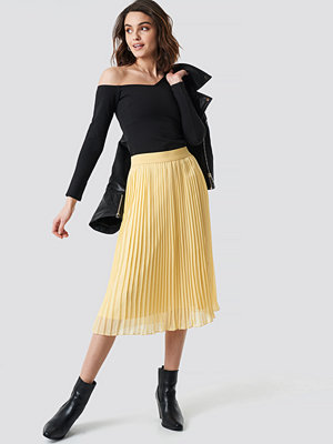 NA-KD Pleated Midi Skirt gul