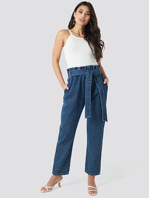 NA-KD Paper Bag Waist Mom Jeans blå