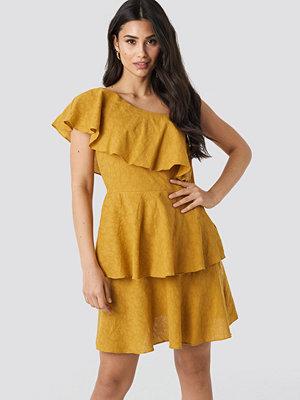 Trendyol Yol One Shoulder Dress gul