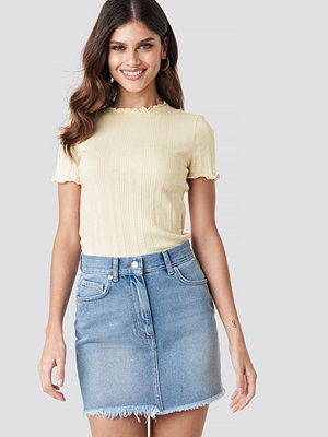 NA-KD High Waist Raw Hem Denim Skirt blå
