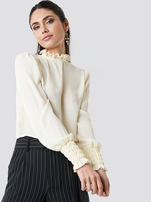 NA-KD Frill High Neck Blouse vit