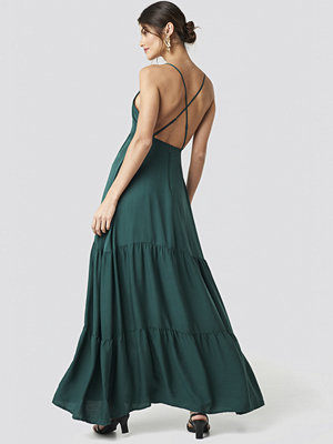 NA-KD Party Cross Back Flowy Maxi Dress grön