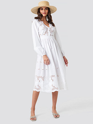 NA-KD Boho Scalloped Front Crochet Detail Dress vit
