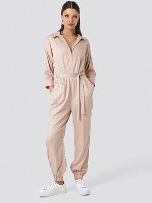 Schanna x NA-KD Comfy Jumpsuit rosa