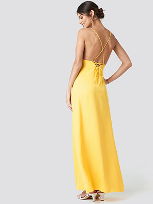 NA-KD Party Tie Back Maxi Dress gul