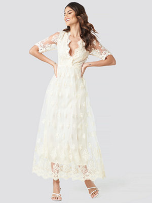 NA-KD Party Delicate Flower Lace Maxi Dress vit