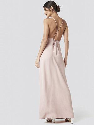 NA-KD Party Tie Back Maxi Dress rosa