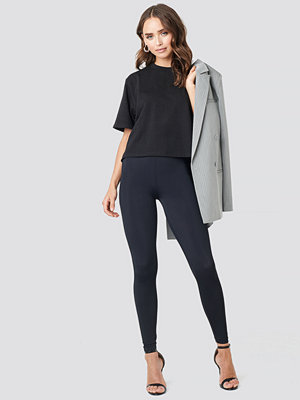 NA-KD Fitted Leggings svart