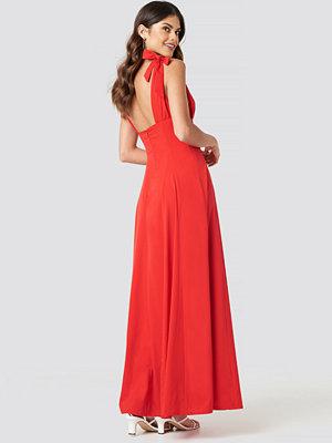 NA-KD Party Tie Detail Open Back Maxi Dress röd