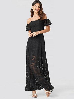 NA-KD Party Off Shoulder Puff Sleeve Maxi Dress svart