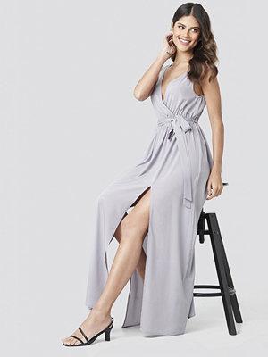 NA-KD Party Tie Waist Slit Maxi Dress lila