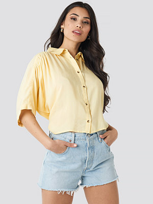 NA-KD Short Sleeve Shirt gul