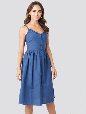 Trendyol Milla Button Detailed Midi Dress blå