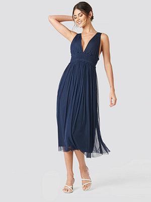 NA-KD Party V-neck Tulle Midi Dress blå