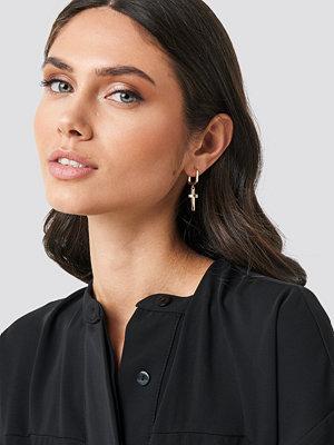 NA-KD Accessories smycke Cross Pendants Earring Set guld