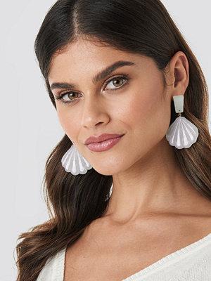 NA-KD Accessories smycke Shell Shape Drop Earrings vit