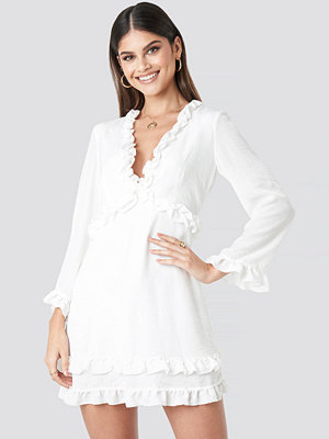 Milena Karl x NA-KD Flounce Mini Dress vit