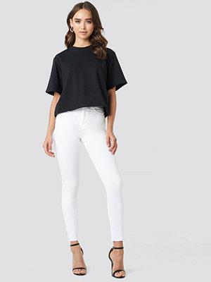 NA-KD Skinny High Waist Raw Hem Jeans vit