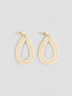 NA-KD Accessories smycke Raffia Drop Earrings beige