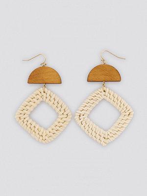 NA-KD Accessories smycke Squared Raffia Earrings beige