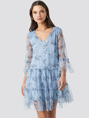 NA-KD Ruffle Mesh Mini Dress blå