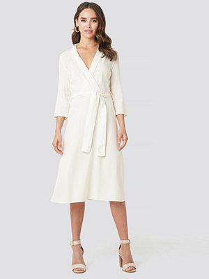 NA-KD Belted Wrap Midi Dress vit