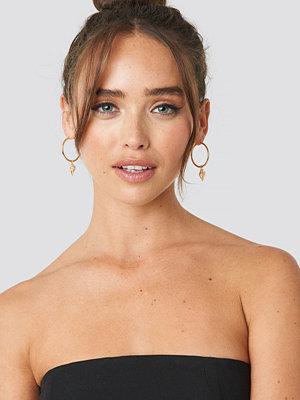 NA-KD Accessories smycke Twisted Shell Hoop Earrings guld