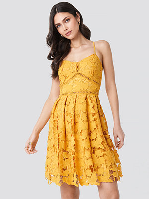 NA-KD Boho Lace Strap Dress gul