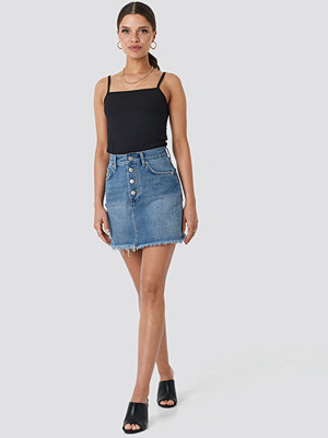 NA-KD Raw Hem Button Up Mini Skirt blå