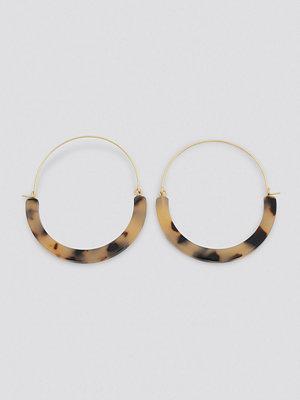 NA-KD Accessories smycke Resin Detailed Hoop Earrings beige