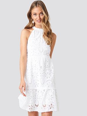 NA-KD Boho High Neck Anglaise Dress vit