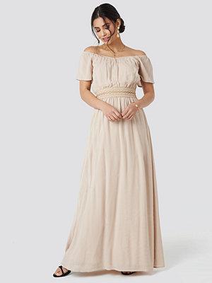 Luisa Lion x NA-KD Off Shoulder Lace Dress beige