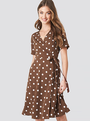 NA-KD Boho V-Neck Dotted Midi Dress brun