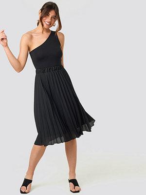 Trendyol Carmen Pleated Skirt svart